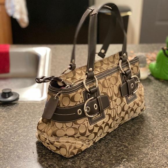 Coach Handbags - COACH Signature 🔥 Authentic Leather Trim Bag 💅🏾